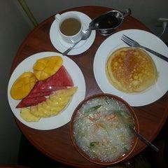 Photo taken at Days Hotel, Mactan, Cebu by Jessy M. on 5/1/2013