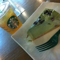 Photo taken at Starbucks 星巴克 by 久留美 on 7/18/2013