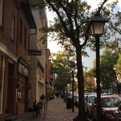 Photo taken at Old Town Alexandria by alfred f. on 10/17/2015