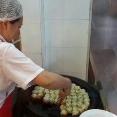 Photo taken at 小杨生煎 | Yang's Fry Dumplings by Esther K. on 6/22/2013