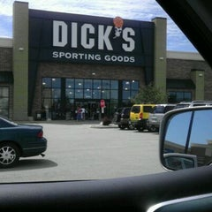 Photo taken at Dick's Sporting Goods by Kymme G. on 8/20/2011