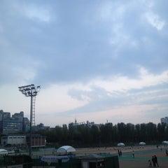 Photo taken at 반포종합운동장 테니스코트 by Jina J. on 5/2/2013