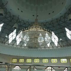 Photo taken at Masjid Asy-Syakirin by Murni J. on 7/6/2013