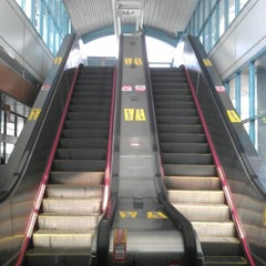 Photo taken at 捷運大安站 MRT Daan Station by Birgit L. on 1/14/2013