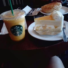 Photo taken at Starbucks (สตาร์บัคส์) by Ryu N. on 5/25/2013