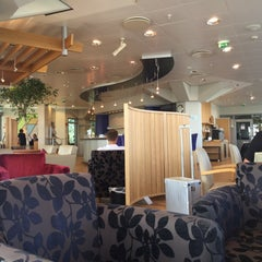 Photo taken at British Airways Terraces Lounge by Maximilian R. on 7/17/2015