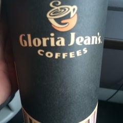Photo taken at Gloria Jean's Coffees by Abdullah Yilmaz T. on 11/6/2014