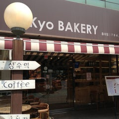 Photo taken at 쿄베이커리 (Kyo BAKERY) by daikyu k. on 4/18/2013