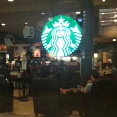 Photo taken at Starbucks by Mikhaile Y. on 8/30/2015