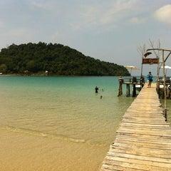 Photo taken at The Beach Natural Resort (เดอะบีช เนเจอรัล รีสอร์ท) by gida g. on 3/30/2013