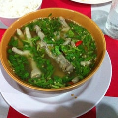 Photo taken at ข้าวต้ม ปังปอนด์ by Pinyo™ on 4/7/2014