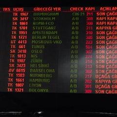 Photo taken at Dış Hatlar Gidiş Terminali by Engin K. on 6/17/2015