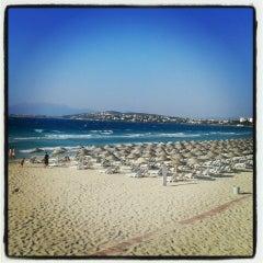Photo taken at Ilıca Plajı by Vedat B. on 7/15/2013