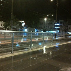 Photo taken at Beyazıt - Kapalıçarşı Tramvay Durağı by Erdi T. on 5/13/2013