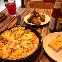 Photo taken at Pizza Hut by Kasih.Latifah 6. on 8/14/2014