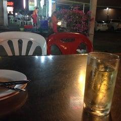 Photo taken at ข้าวต้มรวมรส by Beer P. on 1/11/2014