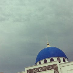 Photo taken at Masjid Al-Ghufran by Mohamad Hilmi O. on 5/28/2013