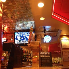 Photo taken at Red Robin Gourmet Burgers by Jeff H. on 11/12/2012