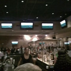 Photo taken at Fox Sports Grill by Slaw on 1/14/2012