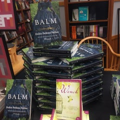 Photo taken at The Booksellers at Laurelwood by Elle P. on 5/30/2015