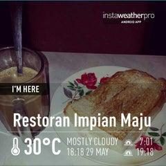 Photo taken at Restoran Impian Maju by Kamal N. on 5/29/2013