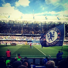 Photo taken at Stamford Bridge by Bjarni B. on 10/6/2012