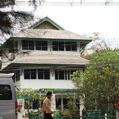 Photo taken at บ้านแมกไม้ วิลล่า by Panamera on 3/2/2014