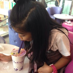 Photo taken at Chatime by daisy C. on 10/17/2014
