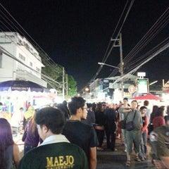 Photo taken at ถนนคนเดินวัวลาย (Wualai Saturday Nightmarket) by oak o. on 1/12/2013