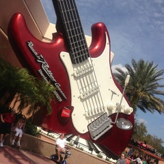 Photo taken at Rock 'N' Roller Coaster Starring Aerosmith by Adriana S. on 11/5/2012