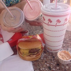 Photo taken at In-N-Out Burger by David M. on 8/10/2014