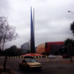 Photo taken at Glorieta Del Monumento a la Independencia (Las Tijeras) by Juice A. on 3/25/2014