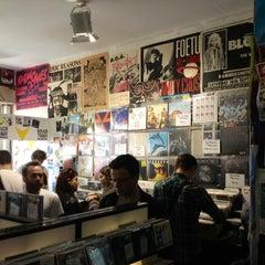 Das Foto wurde bei Rough Trade Records (West) von Hemmy E. am 4/20/2013 aufgenommen