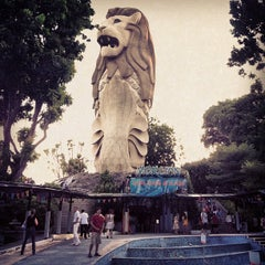 Photo taken at The Merlion (Sentosa) by Monthon S. on 10/28/2012