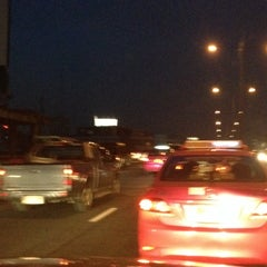 Photo taken at ด่านฯ สุรวงศ์ (Surawong Toll Plaza) by Mohappy C. on 11/22/2013