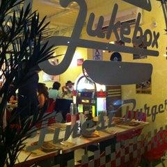 Photo taken at JukeBox Finest Burger by luizeduardocm on 10/7/2012