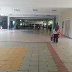 Photo taken at Sekolah Yayasan Sultan Haji Hassanal Bolkiah by hikari99eight on 7/2/2013