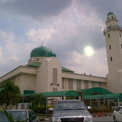 Photo taken at Masjid Al-Hasanah by  P5s  . on 7/8/2013