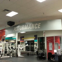 Photo taken at 24 Hour Fitness by Michael John Z. on 6/1/2013