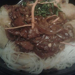 Photo taken at Noodle by Anne P. on 2/7/2015