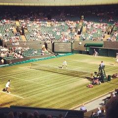 Das Foto wurde bei The All England Lawn Tennis Club von Jane W. am 7/4/2013 aufgenommen