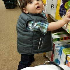 Photo taken at Barnes & Noble by Mellisa F. on 10/27/2013