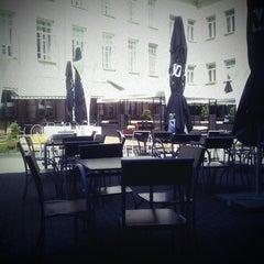 Photo taken at Vasaros Terasa - Vilniaus mokytojų namų kiemelis by Vytautas J. on 6/25/2013