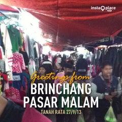 Photo taken at Brinchang Pasar Malam by Hydn E. on 9/27/2013