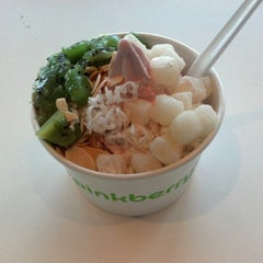 Photo taken at Pinkberry by Bill C. on 11/25/2012
