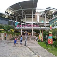 Photo taken at Central Festival Phuket (เซ็นทรัล เฟสติวัล ภูเก็ต) by K@r@melk@ on 6/12/2013