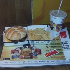 Photo taken at McDonald's by Jader S. on 5/27/2015
