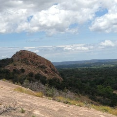 Photo taken at Enchanted Rock State Natural Area by Perla C V. on 6/9/2013