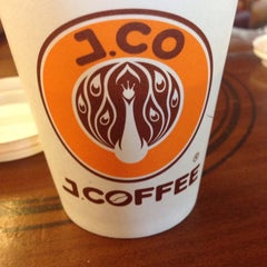 Photo taken at J.Co Donuts & Coffee by suhandi c. on 8/19/2015