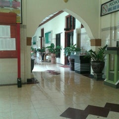 Photo taken at SMA Negeri 1 Surabaya by Aida F. on 7/10/2015